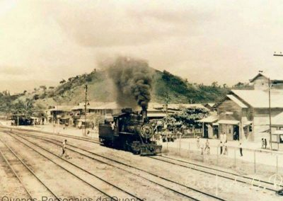 train in old picture in quepos